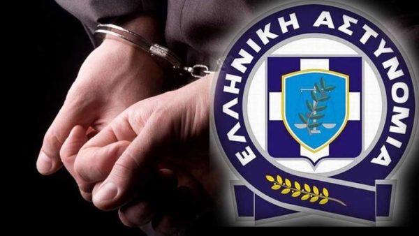 Συνελήφθη χθες στον Τύρναβο, από αστυνομικούς της Υποδιεύθυνσης Ασφάλειας Λάρισας, ένας ημεδαπός, κατηγορούμενος για ληστεία, φθορά ξένης ιδιοκτησίας και σωματική βλάβη