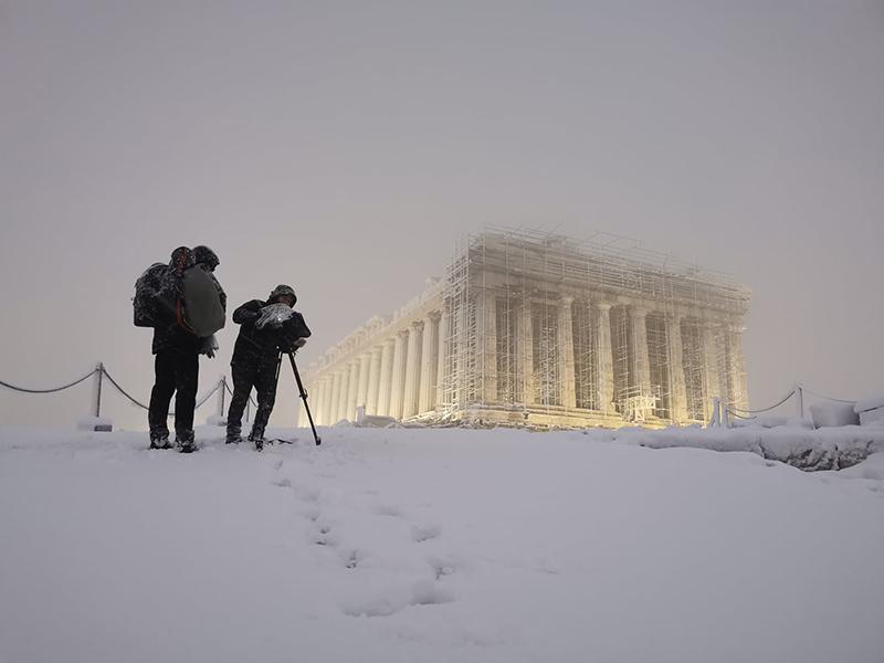 Μια εκπληκτική φωτογραφία και ένα εντυπωσιακό βίντεο, από τη χιονισμένη Ακρόπολη