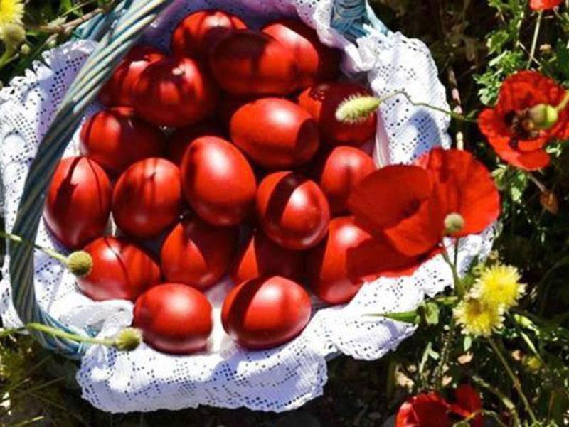 Γιατί τσουγκρίζουμε κόκκινα αυγά; Λαογραφία και παράδοση