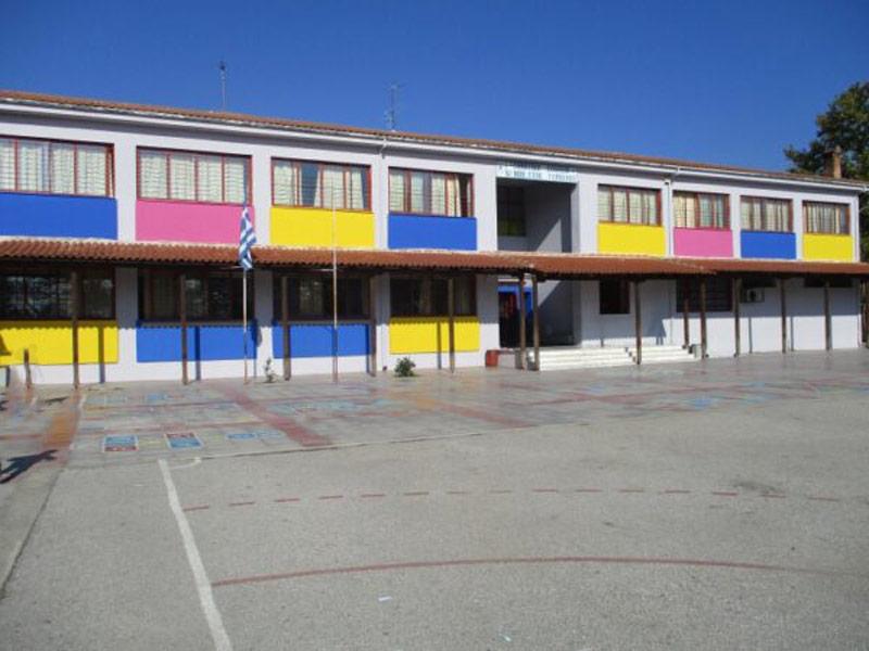 Με απόφαση της Α'βάθμιας επιτροπής Λάρισας επανέρχονται αύριο οι μαθητές στο 1ου Δημοτικό Σχολείο Τυρνάβου