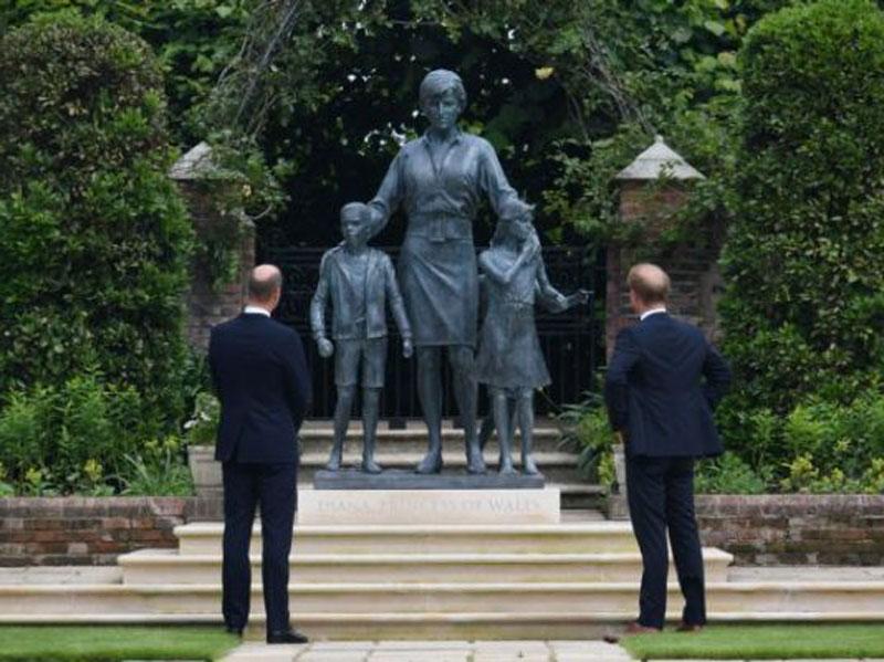 Νταϊάνα: Παρουσιάστηκε το άγαλμα προς τιμήν της