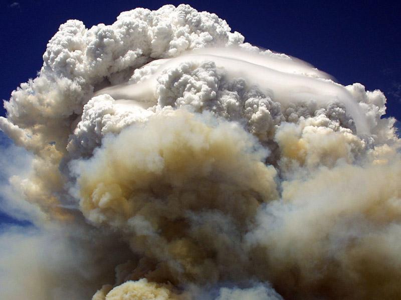 Οι πυρκαγιές στον Καναδά δημιουργούν καταιγίδες φωτιάς