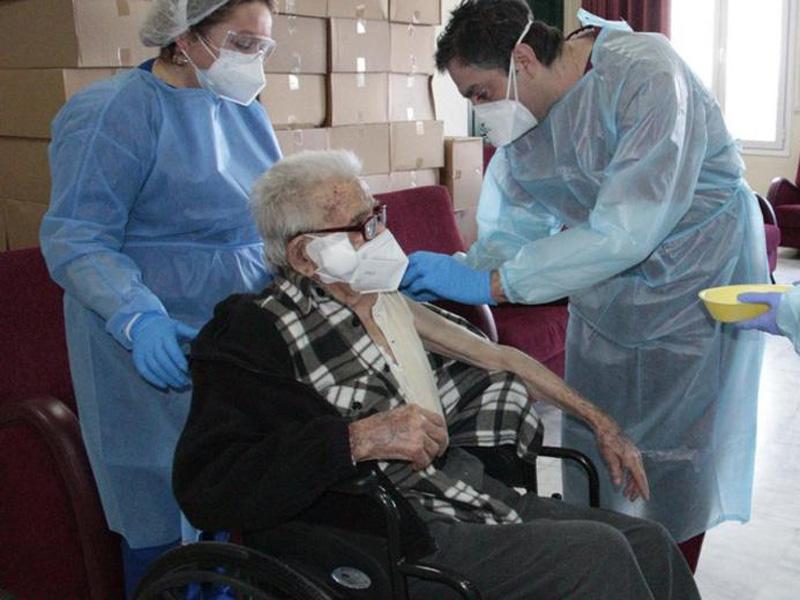 Ο θάνατος που ξύπνησε τους αρνητές στο γηροκομείο του Βόλου και τρέχουν να εμβολιαστούν