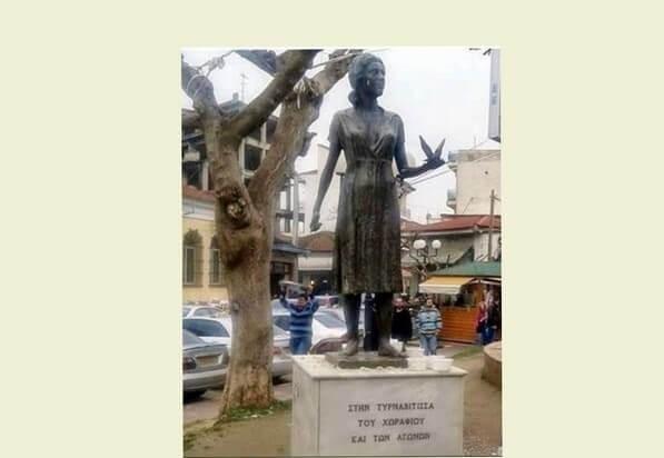 Το άγαλμα της Τυρναβίτισσας του χωραφιού και των αγώνων