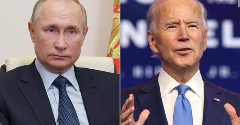 Το γεγονός ότι ο Μπάιντεν αναγκάστηκε να τηλεφωνήσει στον Πούτιν δείχνει ότι μπορεί να κτυπούν τα τύμπανα του πολέμου…