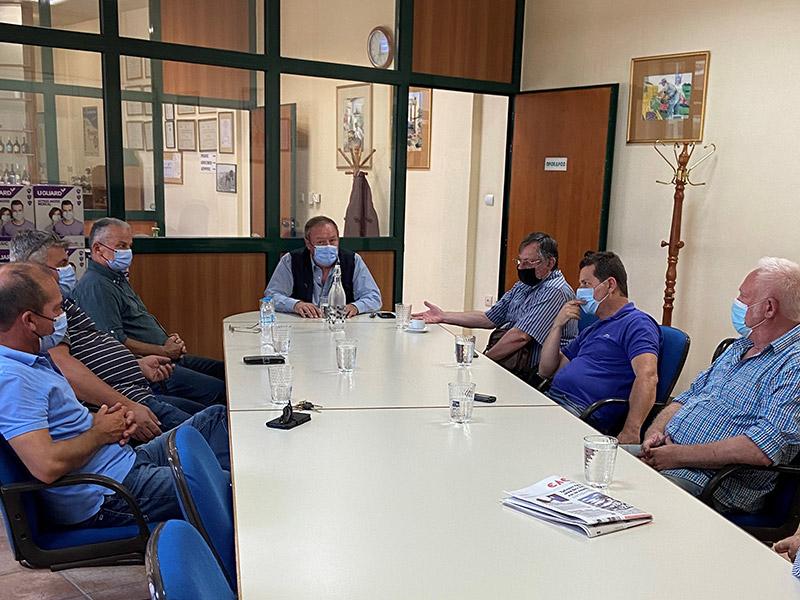 Σύσκεψη στο Οινοποιείο Τυρνάβου με την διοίκηση του περιφερειακού καταστήματος ΕΛΓΑ Λάρισας για τον παγετό