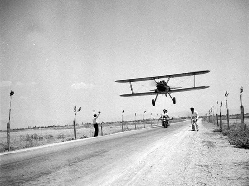«Φιγούρες με το αεροπλάνο» – Λάρισα 1953