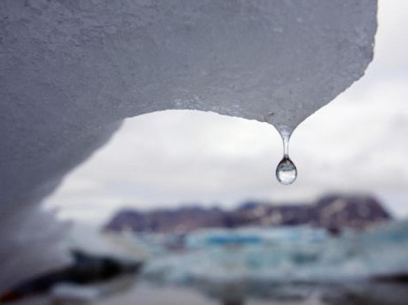 Πρώτη φορά βροχή στην κορυφή της Γροιλανδίας