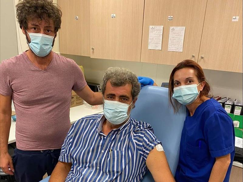 Η κριτική μαντινάδα που έγινε viral αφιερωμένη στον εμβολιασμό του Παύλου Πολάκη