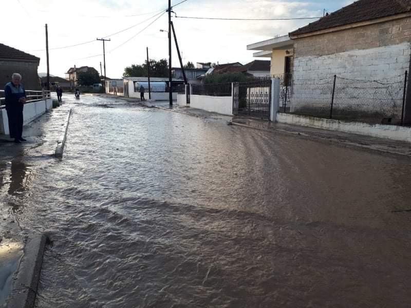 Έκτακτο: Πλημμύρισε η Ροδιά Τυρνάβου